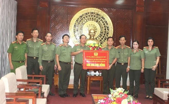 Công an Hà Nội chia sẻ khó khăn, mất mát với nhân dân, cán bộ Công an tỉnh Quảng Trị bị hy sinh, thiệt hại do mưa lũ ảnh 1