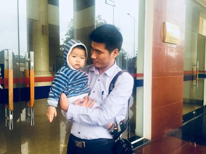 Công an Hà Nội chia sẻ khó khăn, mất mát với nhân dân, cán bộ Công an tỉnh Quảng Trị bị hy sinh, thiệt hại do mưa lũ ảnh 4