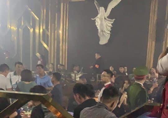 Hà Nội: 30 'dân chơi' dương tính với ma túy tại quán bar Hey Club ảnh 1