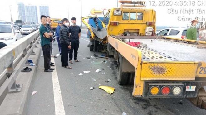 Đâm vào xe chở rác trên cầu Nhật Tân, lái xe cẩu tử vong ảnh 1