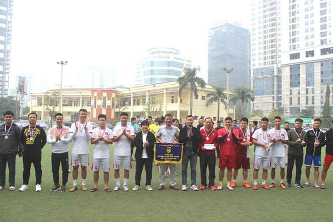 CAQ Cầu Giấy đoạt Á quân giải bóng đá mi ni ảnh 2