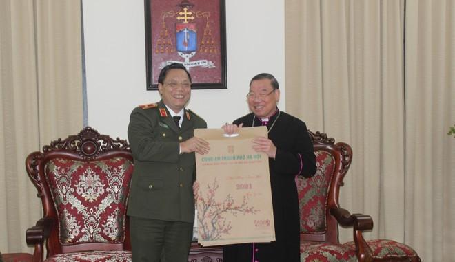 Ban Giám đốc CATP Hà Nội chúc mừng Giáng sinh Tổng Giám mục Tổng giáo phận Hà Nội và Hội Thánh Tin lành Việt Nam (miền Bắc) ảnh 2