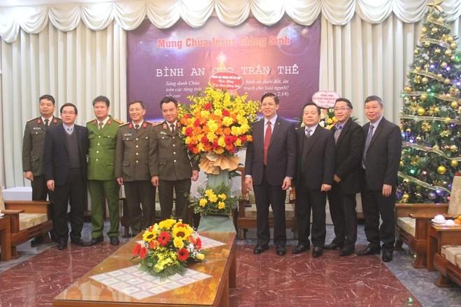 Ban Giám đốc CATP Hà Nội chúc mừng Giáng sinh Tổng Giám mục Tổng giáo phận Hà Nội và Hội Thánh Tin lành Việt Nam (miền Bắc) ảnh 3