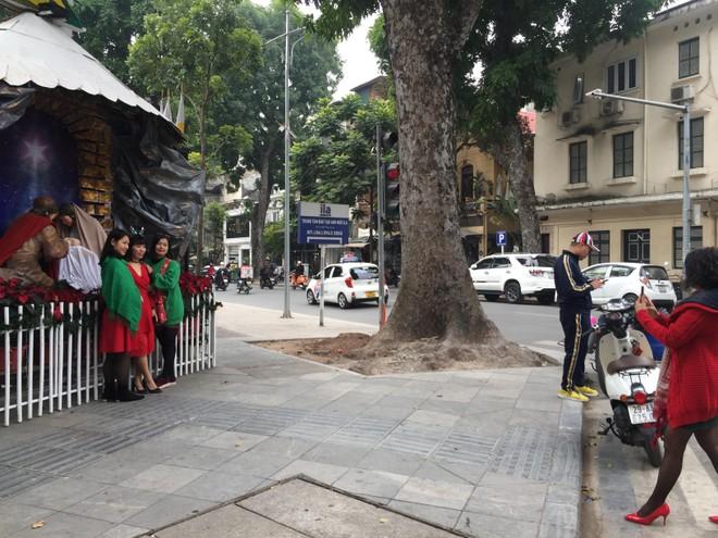 Hân hoan chào đón lễ Giáng sinh an lành nơi xứ đạo Hàm Long ảnh 2