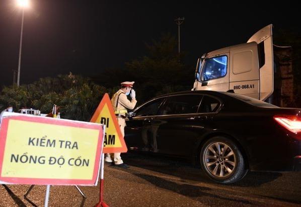 Xử lý nghiêm đua xe trái phép và vi phạm chở quá tải trọng dịp Tết Nguyên đán Tân Sửu 2021 ảnh 1