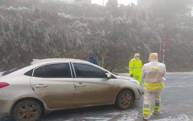 Đường đóng băng, cẩn trọng tai nạn liên hoàn khi đi ngắm tuyết ảnh 1