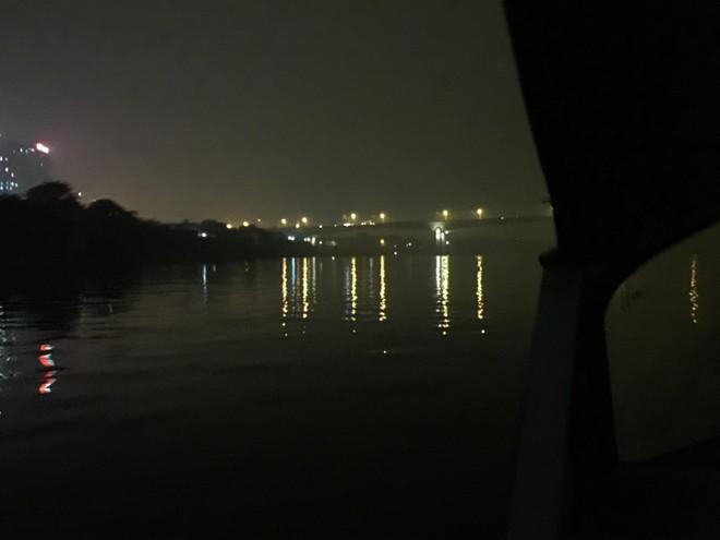"""Cảnh sát đường thủy bủa vây, bắt hàng loạt """"sa tặc"""" giữa đêm buốt lạnh trên sông Hồng ảnh 1"""