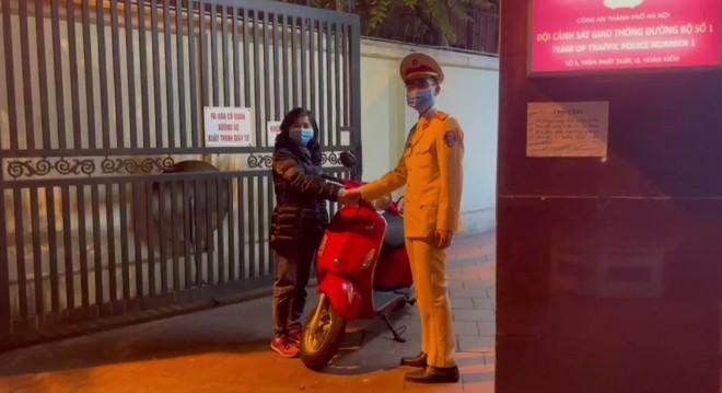 Chiến sỹ Cảnh sát giao thông truy đuổi, bắt trộm cắp trên phố ảnh 2
