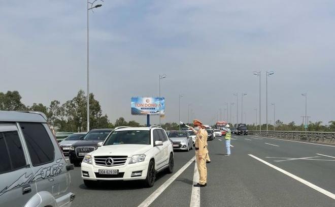 """""""Mắt thần"""" xử phạt gần 600 ôtô vi phạm trên cao tốc Nội Bài – Lào Cai trong dịp Tết ảnh 1"""