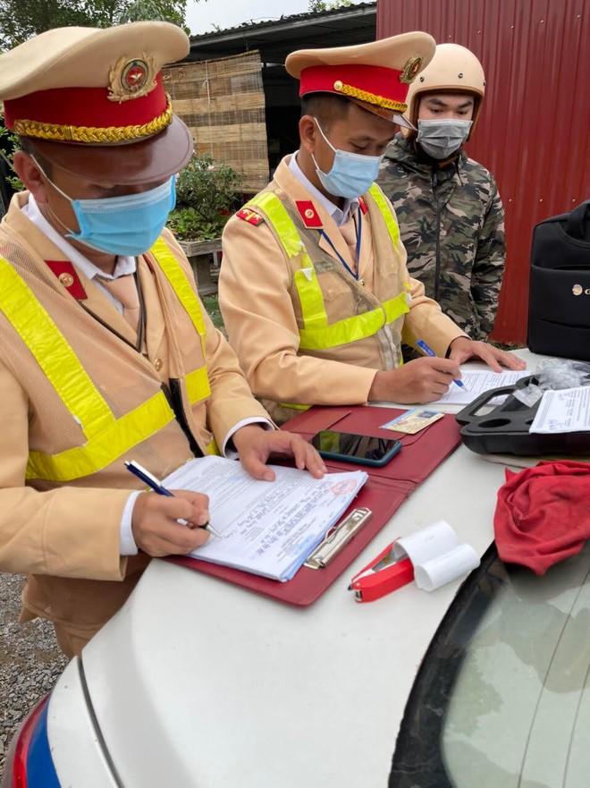 Xử lý nghiêm lái xe vi phạm nồng độ cồn ở khu vực gần sân bay Nội Bài ảnh 6