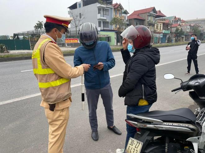 Xử lý nghiêm lái xe vi phạm nồng độ cồn ở khu vực gần sân bay Nội Bài ảnh 2