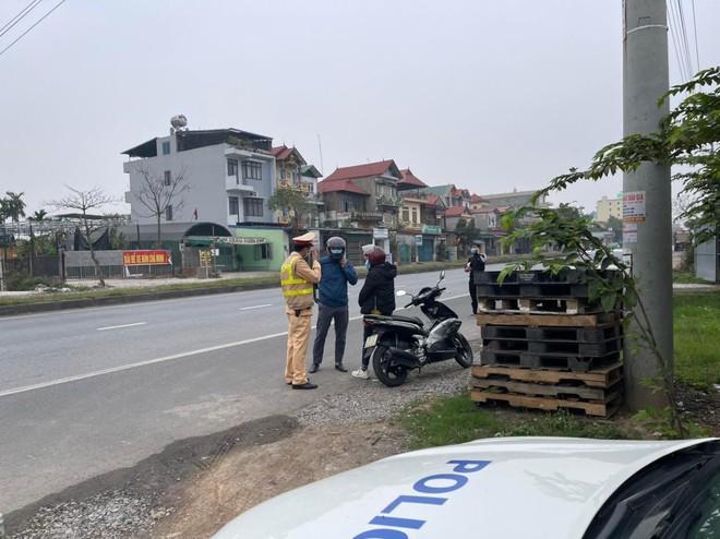 Xử lý nghiêm lái xe vi phạm nồng độ cồn ở khu vực gần sân bay Nội Bài ảnh 1