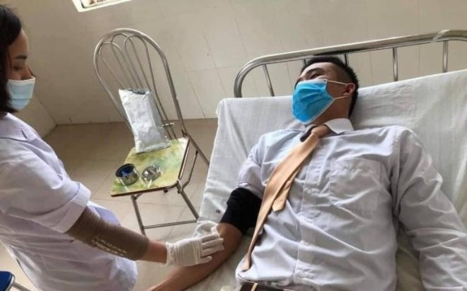 Trung úy Cảnh sát giao thông kịp thời hiến máu cứu người ảnh 1