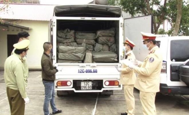 Dùng biển giả, lái xe tải chở 2,5 tấn nầm lợn không nguồn gốc ảnh 1