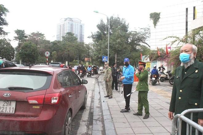 Đảm bảo an toàn giao thông, phòng chống dịch Covid-19 tại Cổng trường học ảnh 1