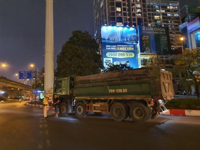 Quyết liệt xử lý vi phạm xe quá tải tại cửa ngõ phía Tây thành phố ảnh 3