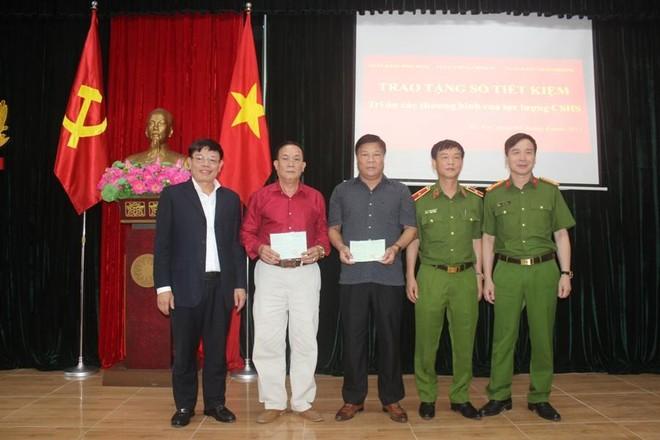 Trao sổ tiết kiệm cho thương binh, thân nhân các gia đình liệt sỹ thuộc lực lượng Cảnh sát hình sự ảnh 3