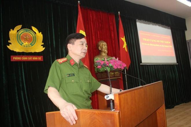 Trao sổ tiết kiệm cho thương binh, thân nhân các gia đình liệt sỹ thuộc lực lượng Cảnh sát hình sự ảnh 5