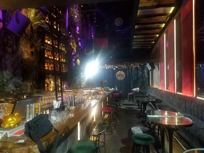 Các cơ sở quán karaoke, vũ trường, game thực hiện nghiêm yêu cầu tạm dừng hoạt động để phòng Covid ảnh 1