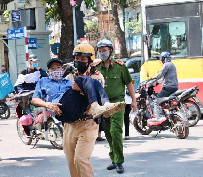 Cảnh sát giao thông Thủ đô đảm đảo thông suốt, an toàn tuyệt đối cho ngày hội non sông ảnh 4