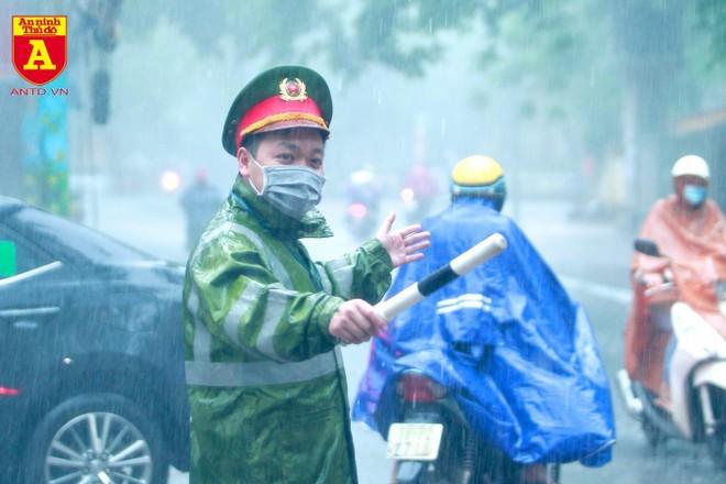 Công an Hà Nội bảo vệ tuyệt đối an toàn kỳ thi tuyển sinh lớp 10 THPT ảnh 4