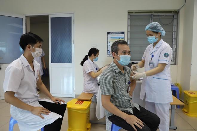 Bắc Ninh: Tiêm gần 1.000 liều vắc xin phòng chống Covid-19 trong 1 ngày ảnh 1