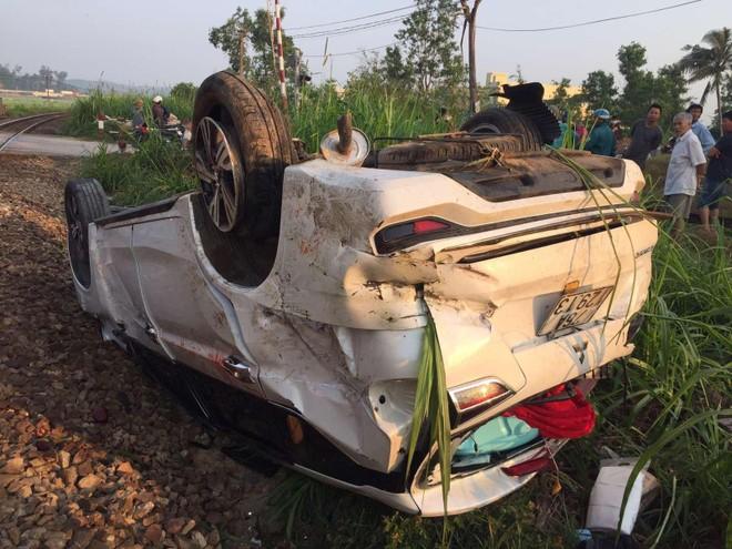 Khởi tố 2 nhân viên đường sắt vụ tàu hàng đâm ô tô tại Quảng Ngãi ảnh 1