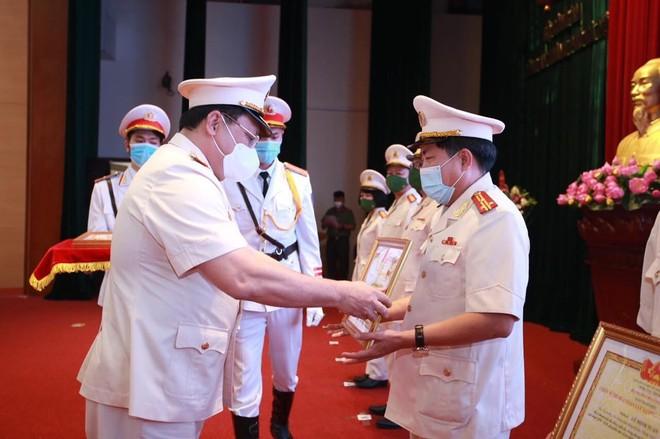 Lực lượng An ninh Công an Thủ đô ngời sáng chiến công, tô thắm lá cờ truyền thống của lực lượng Công an nhân dân ảnh 2