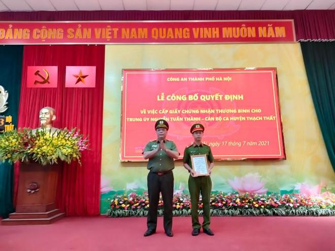 Giám đốc CATP Hà Nội trao quyết định thương binh và thăm, tặng quà tri ân các gia đình liệt sỹ ảnh 1