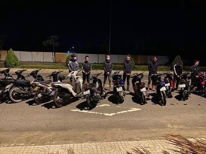 Vây bắt ổ nhóm đua xe trái phép trong đêm giữa mùa dịch Covid-19 ảnh 1