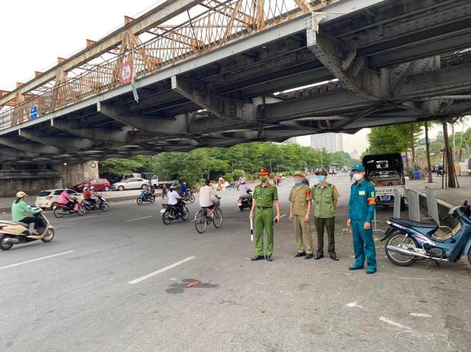 Triển khai phòng, chống dịch hiệu quả tại 39 chốt trên địa bàn quận Hoàn Kiếm ảnh 2