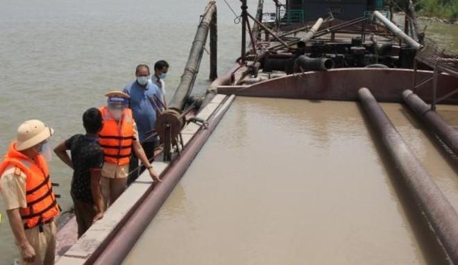 Lợi dụng Covid-19 để hút cát trái phép trên sông Hồng ảnh 1