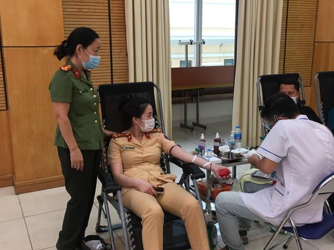 Trao những giọt máu nghĩa tình cứu người trong mùa Covid-19 ảnh 2