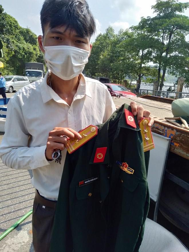 Lật mặt đối tượng giả danh trưởng khoa sản bệnh viện quân đội để qua chốt kiểm soát Covid-19 ảnh 1