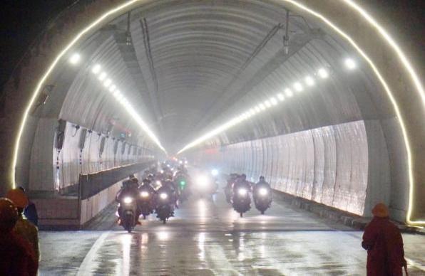 Cảnh sát giao thông các tỉnh phối hợp liên hoàn, đón dẫn người dân về quê an toàn ảnh 2
