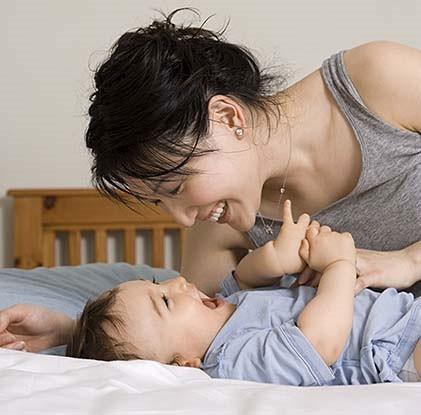 Trẻ ít gắn bó với mẹ khi nhỏ dễ béo phì sau này