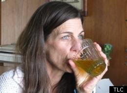 Kỳ lạ người phụ nữ đã uống 3.200 lít nước tiểu ảnh 1