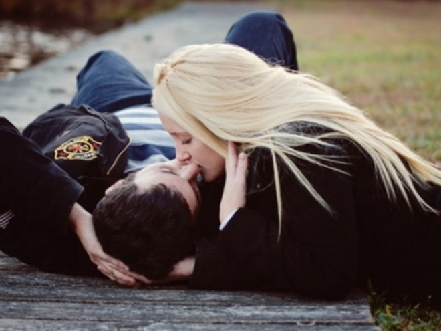 Cho nụ hôn nồng nàn đầy đam mê ảnh 1
