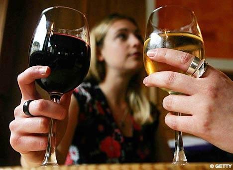 Uống ít rượu cũng làm tăng nguy cơ ung thư vú