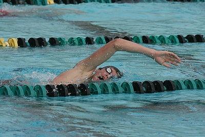 Bơi lội tốt cho người lớn tuổi bị tăng huyết áp