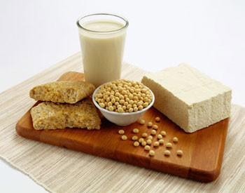 Uống 2 ly sữa đậu nành/ngày để giảm bốc hỏa