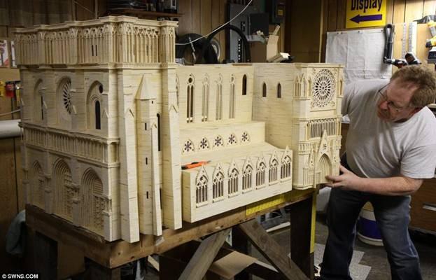 Kiệt tác mô hình Nhà thờ Đức Bà bằng 298.000 que diêm ảnh 2