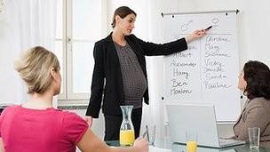 Thai phụ đứng nhiều có thể làm chậm sự phát triển của bào thai? ảnh 1