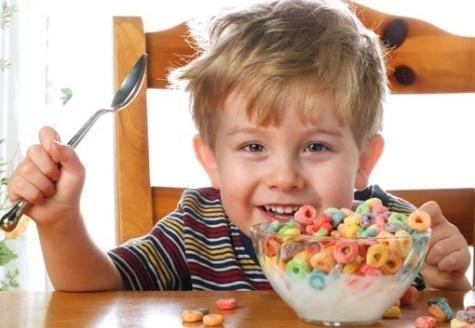 Trẻ hay ăn quà vặt thường có chỉ số IQ thấp hơn ảnh 1