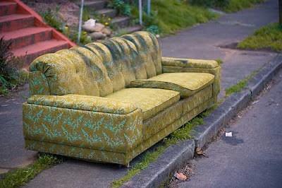 """Hầu tòa vì """"mây mưa"""" với ghế sofa"""