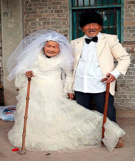 Bộ ảnh cưới ước mơ của cặp vợ chồng già trên trăm tuổi ảnh 1