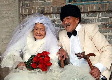 Bộ ảnh cưới ước mơ của cặp vợ chồng già trên trăm tuổi