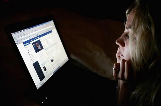 """Mách bạn 5 mẹo """"cai nghiện"""" facebook ảnh 1"""