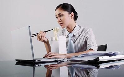 Ngồi càng nhiều khi làm việc, nguy cơ bệnh tật càng cao ảnh 1