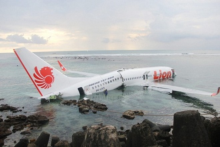 108 người sống sót sau khi máy bay lao xuống biển ảnh 1